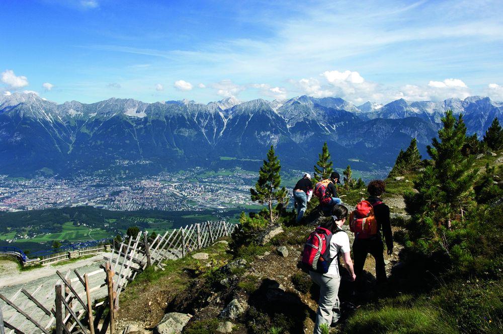 Photo of Ecco perché è meglio camminare in montagna