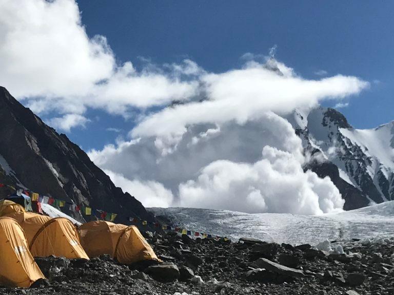 Photo of K2: valanga e mal tempo bloccano gli alpinisti al campo base