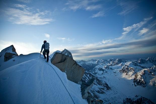 Photo of Alex Honnold a lezioni di alpinismo in Alaska