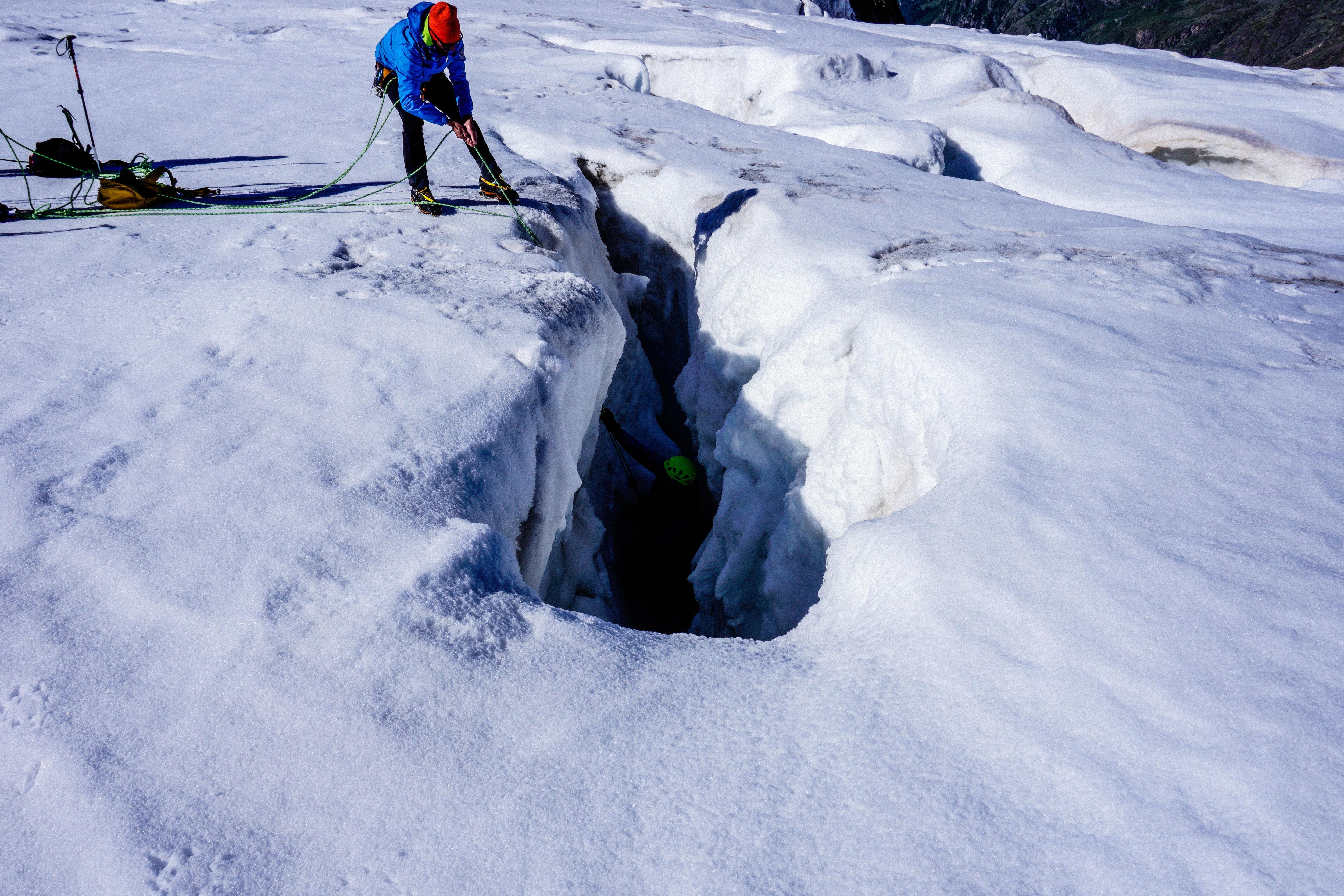 Photo of La discesa e la gestione della caduta nel crepaccio – Video tutorial alpinismo su ghiacciaio