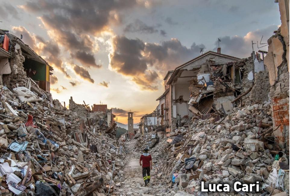 """Photo of """"Maledetto Appennino, da Amatrice a Rigopiano"""": 5 mesi di dolore e gioia dei Vigili del Fuoco in un libro"""