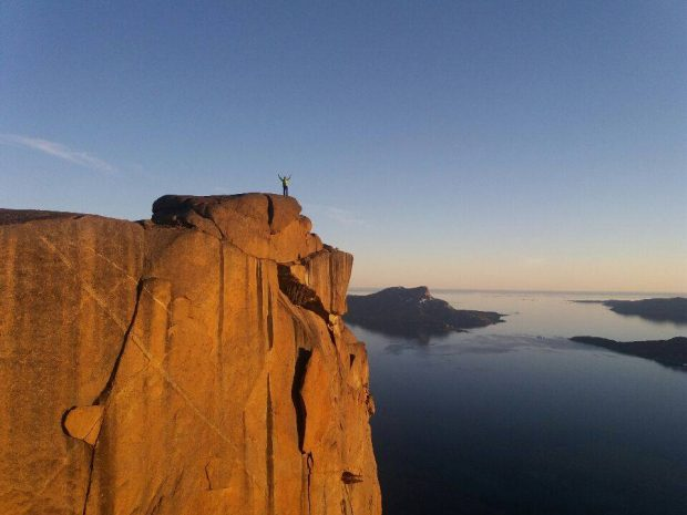 "Photo of Spedizione polacca sailing-climbing apre ""Nightwatch"" in Groenlandia"