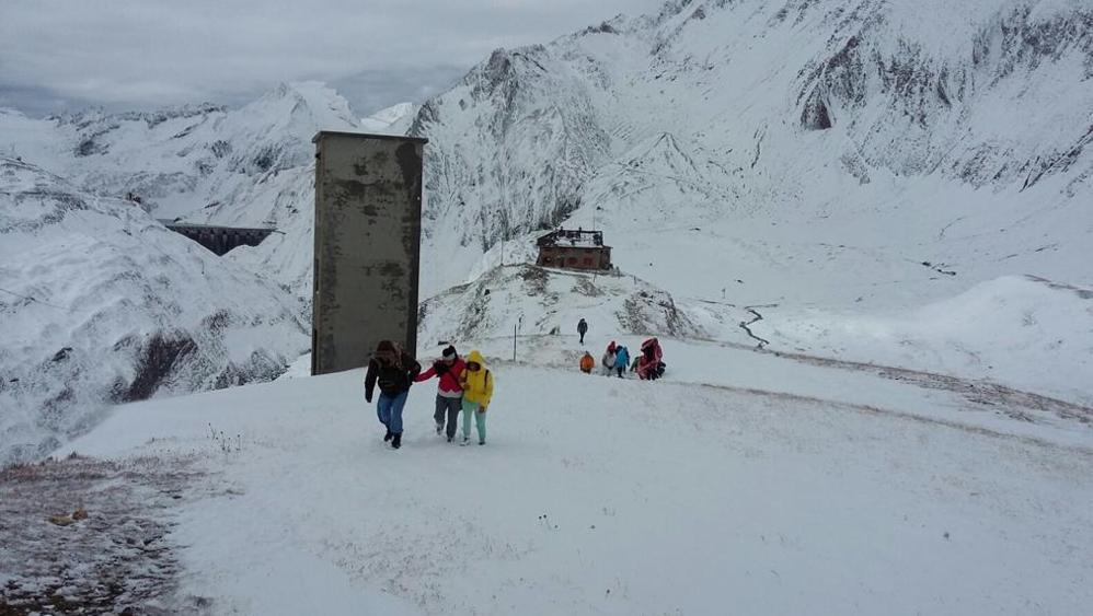 Photo of Con valige e abiti leggeri al rifugio. Sorpresi dalla neve, trenta turisti recuperati dal Soccorso Alpino