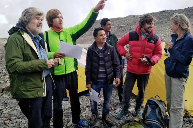 Photo of Il figlio di Messner al Tare Khang, il padre lo raggiunge per dargli consigli