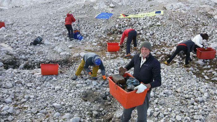 Photo of Marmolada, in una giornata raccolta una tonnellata di rifiuti