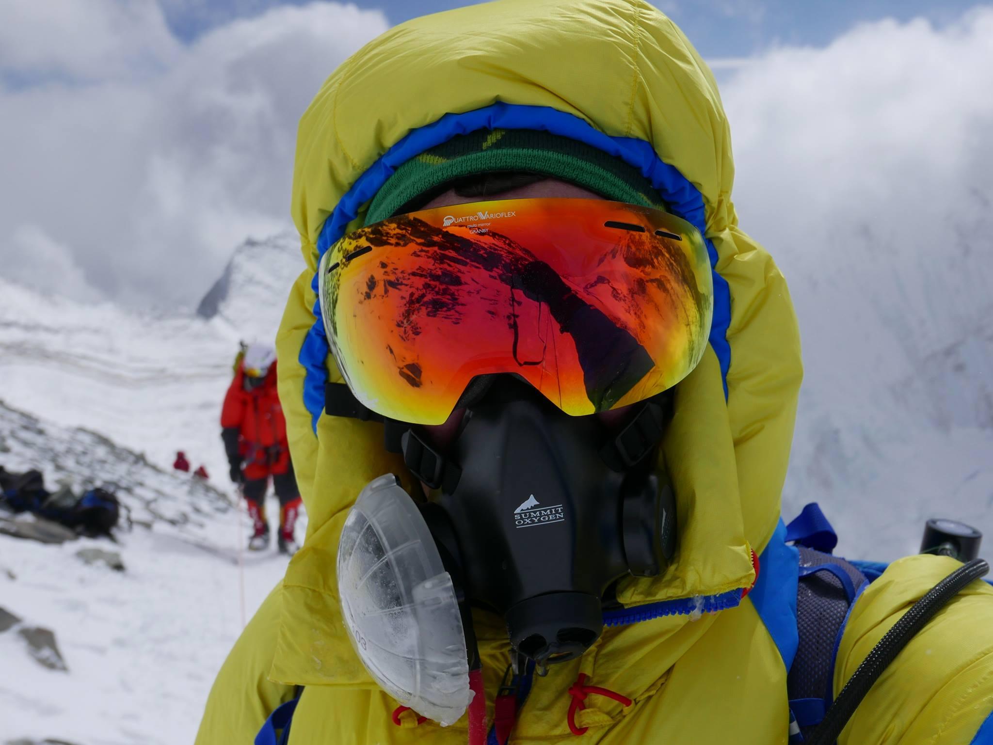 Photo of Everest: 100.000 dollari, A/R in 4 settimane, 8 lpm di ossigeno