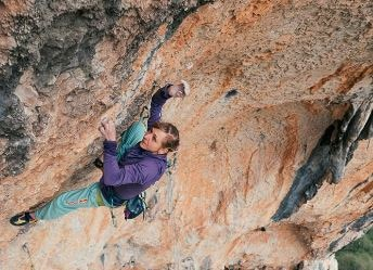 "Photo of Angela Eiter: prima donna a chiudere un 9b ""La Planta de Shiva"""