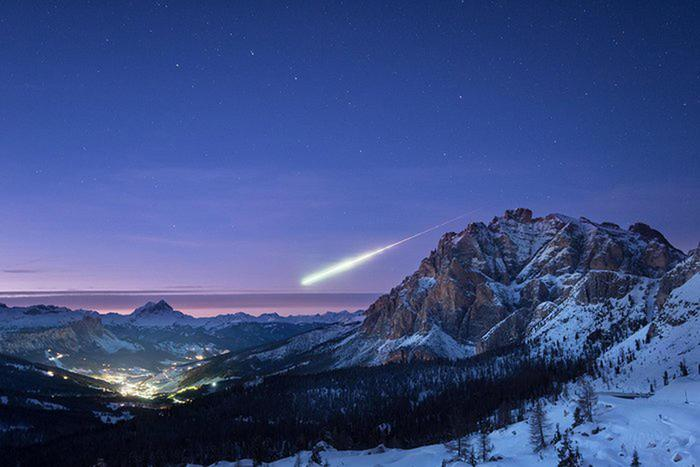 Photo of Una meteora sopra le Dolomiti, l'incredibile foto
