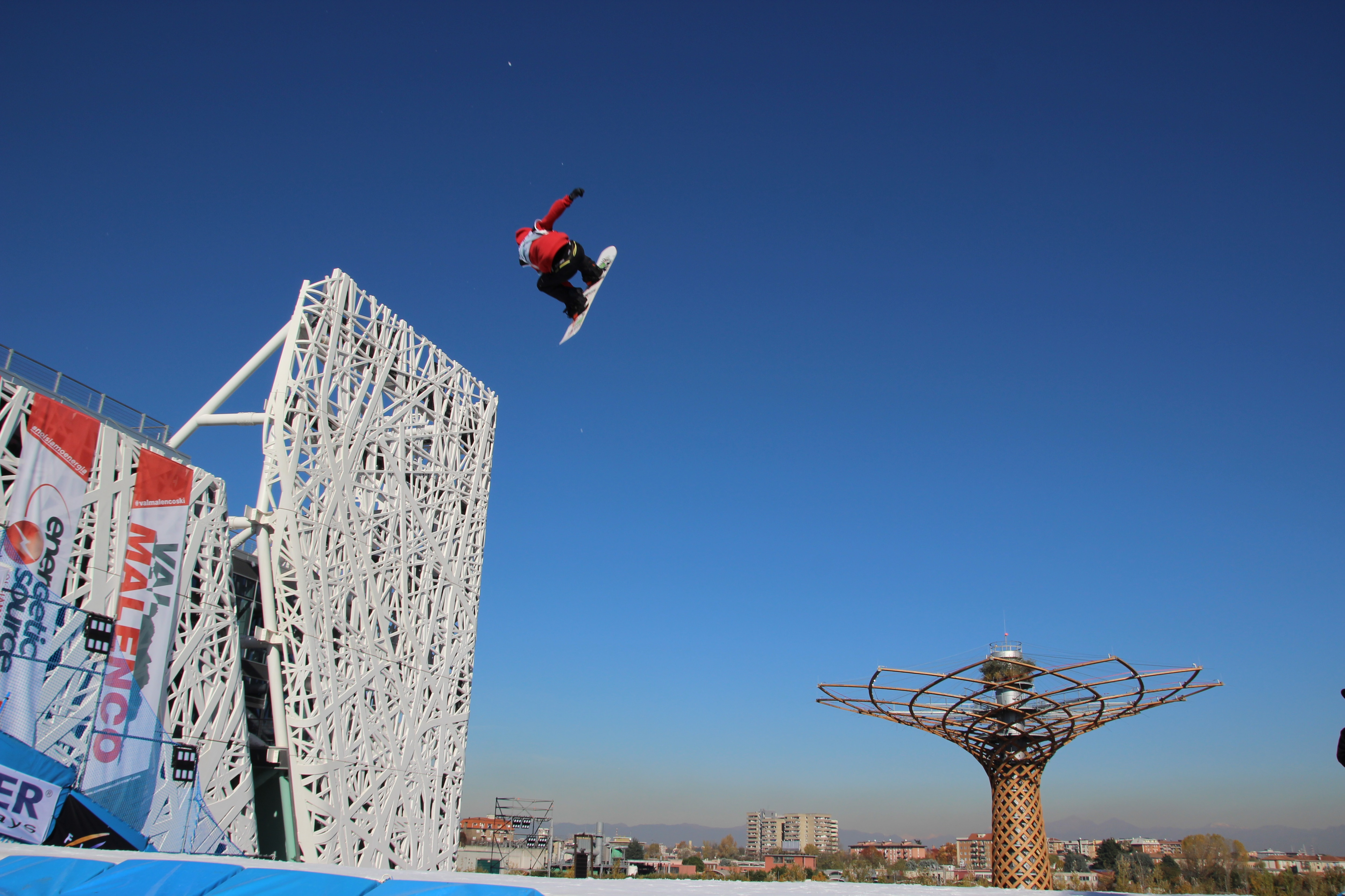 Photo of Lo spettacolo delle acrobazie dei campioni di snowboard torna a Milano con Big Air and the City