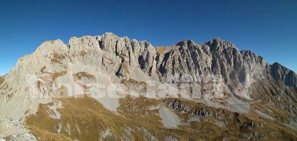 Photo of In vetta al Pizzo Corzene ammirando l'Alta Val Seriana a 2200 metri di quota