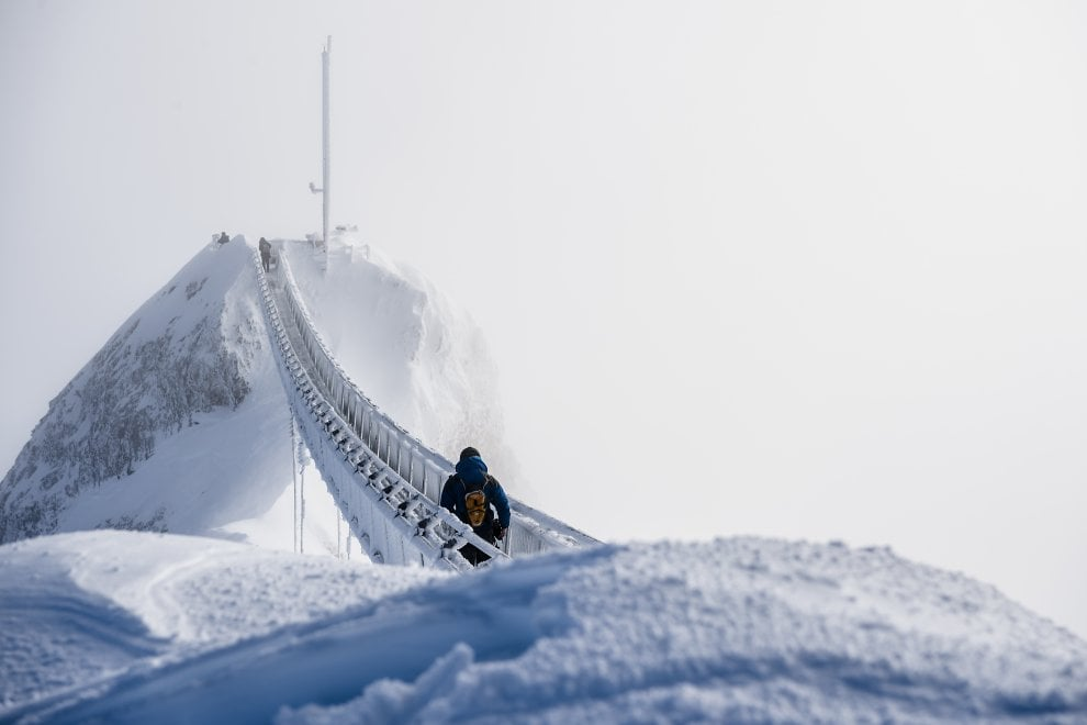Photo of Svizzera: la camminata sospesa a 3000 metri di quota sul Peak Walk- Guarda la Gallery