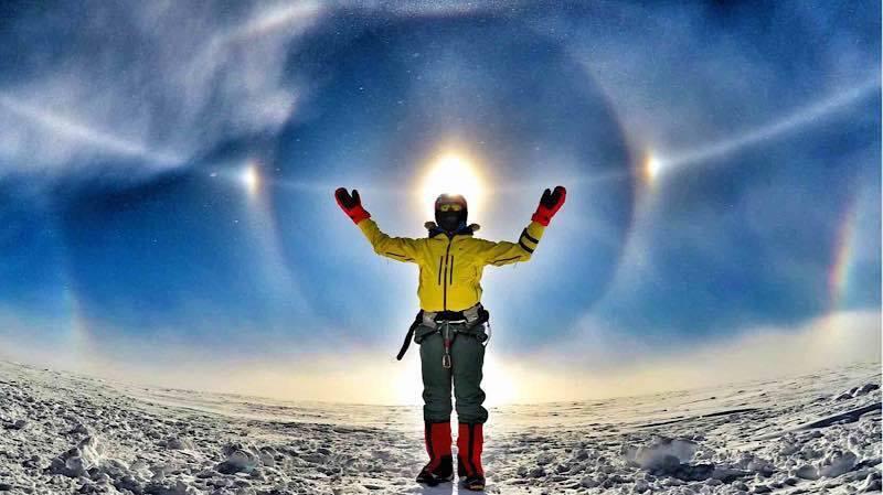 Photo of Antartide: lo spettacolo della corona di sole immortalata da Leo Houlding