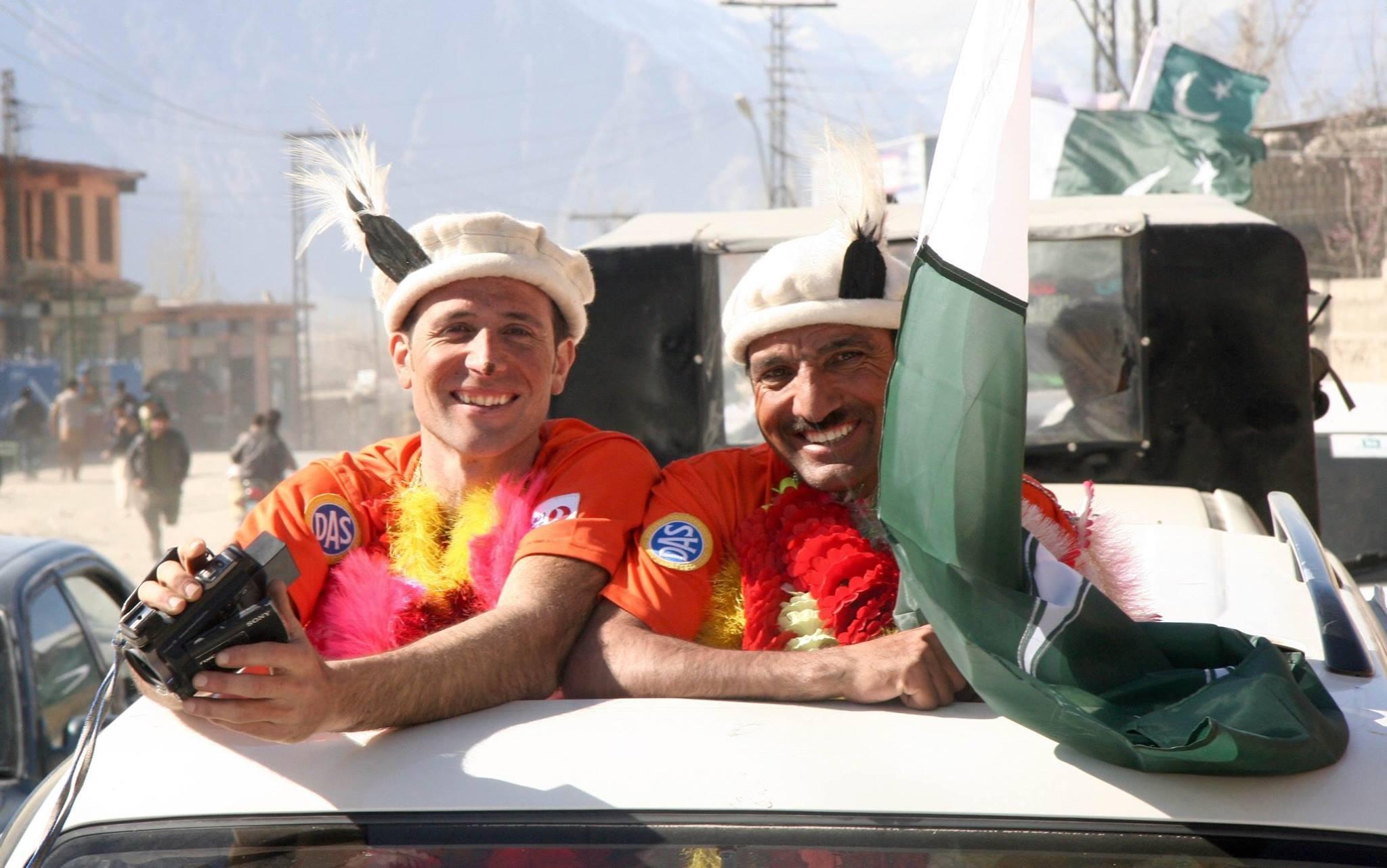 Photo of Solitaria ma non troppo… Sadpara e un italiano all'Everest con Txikon