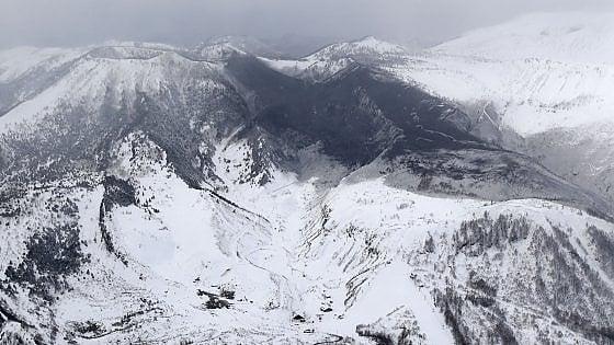 Photo of Giappone: il vulcano erutta, un morto e undici feriti sulle piste da sci