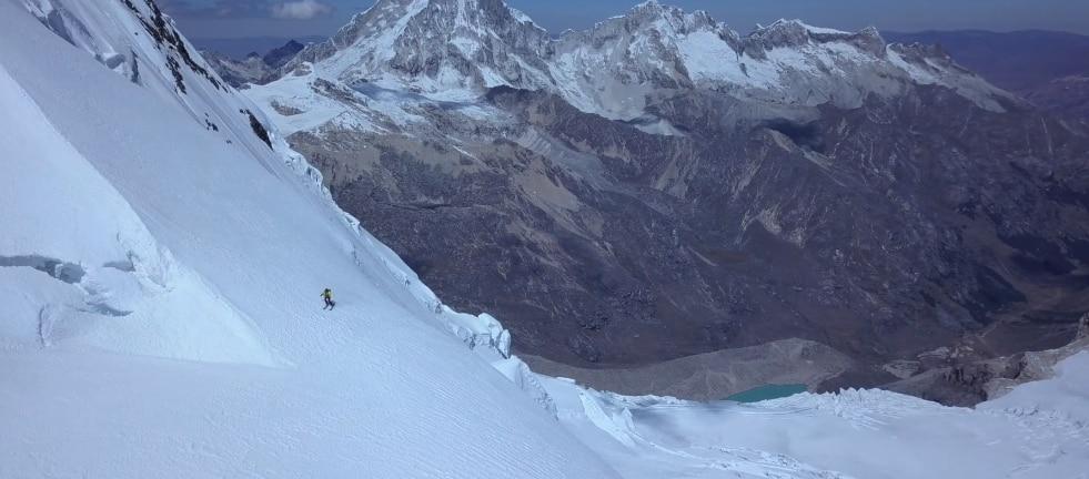 """Photo of """"Curvas peligrosas"""" il video di Boissenot, Gentet e Roguet sullo sci ripido in Perù"""