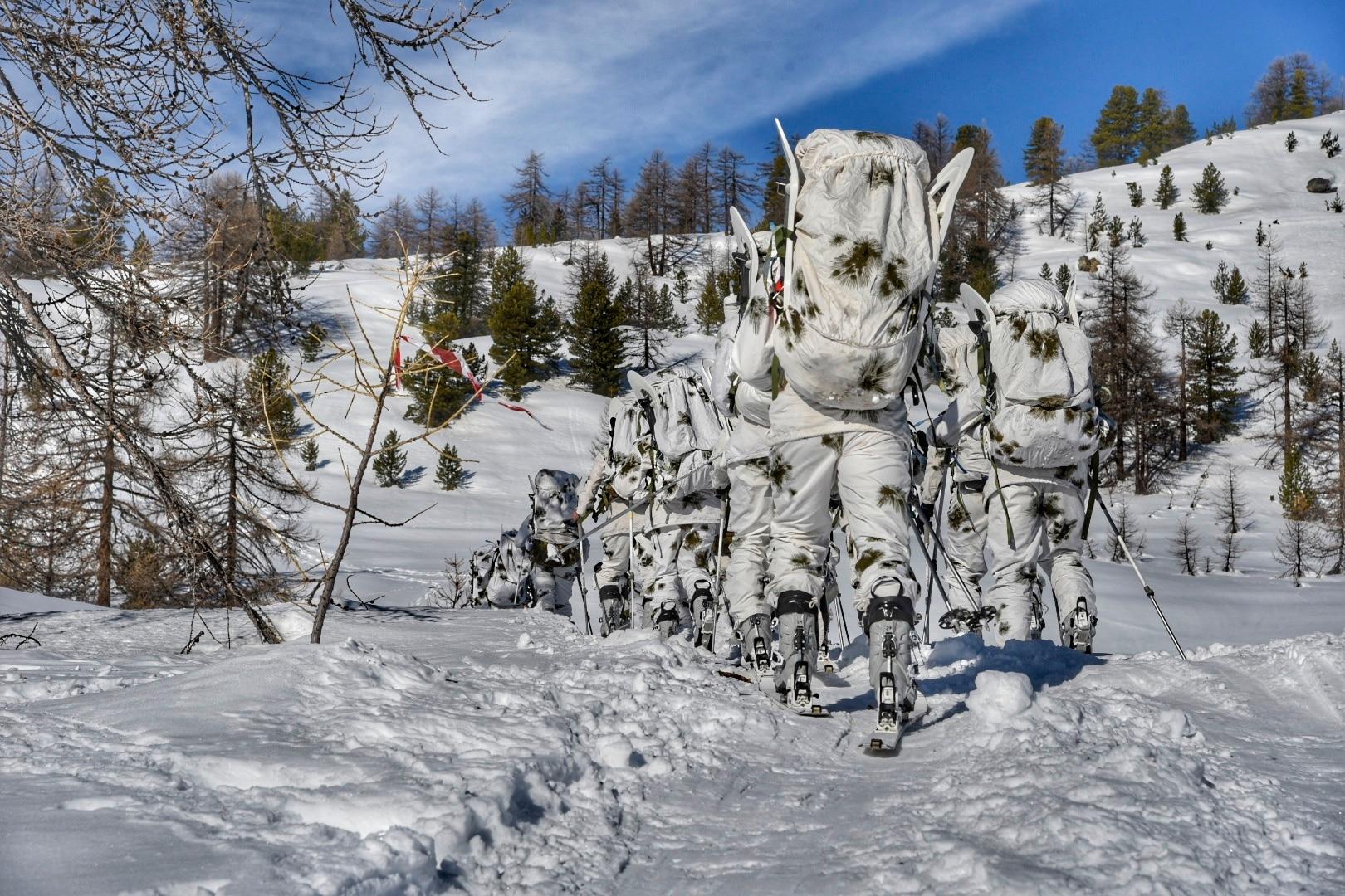 Photo of Gli Alpini in addestramento in quota per la sicurezza in montagna