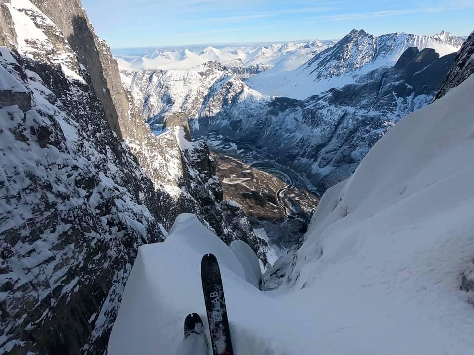Photo of Per Kilian Jornet la prima discesa della Troll Wall con gli sci