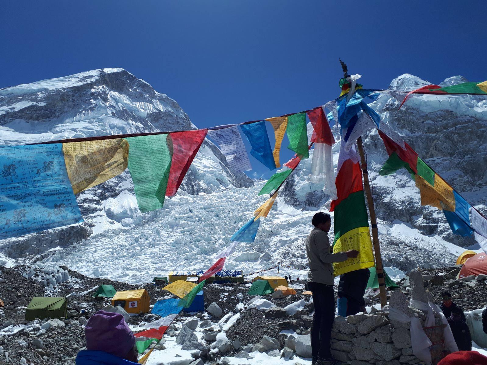 Photo of Everest, a che punto siamo? Le spedizioni da seguire