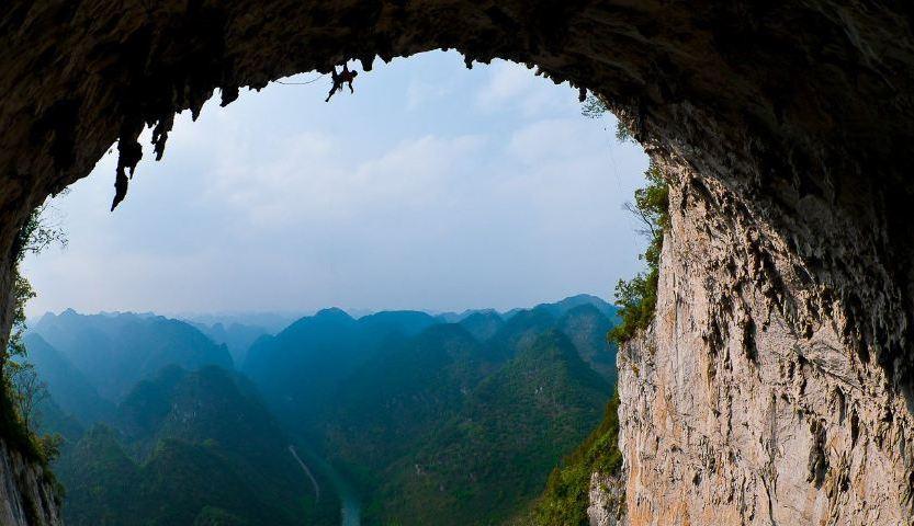 """Photo of 40 giorni per attrezzare la via """"Valhalla"""" sul Grande Arco in Cina, adesso Edu Marìn deve liberarla"""