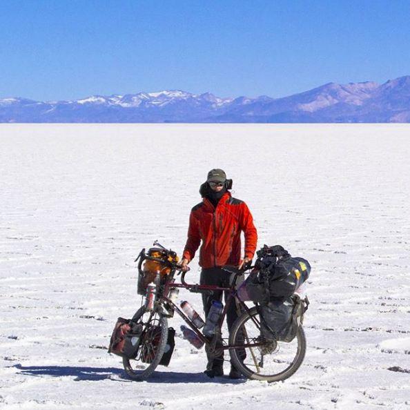 Photo of 35mila km in 954 giorni dall'Alaska alla Patagonia in bici: l'impresa del bergamasco Davide Travelli