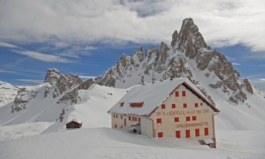 Photo of Troppa neve sulle Dolomiti, i rifugi aprono a giugno. «Ma è un fattore positivo»
