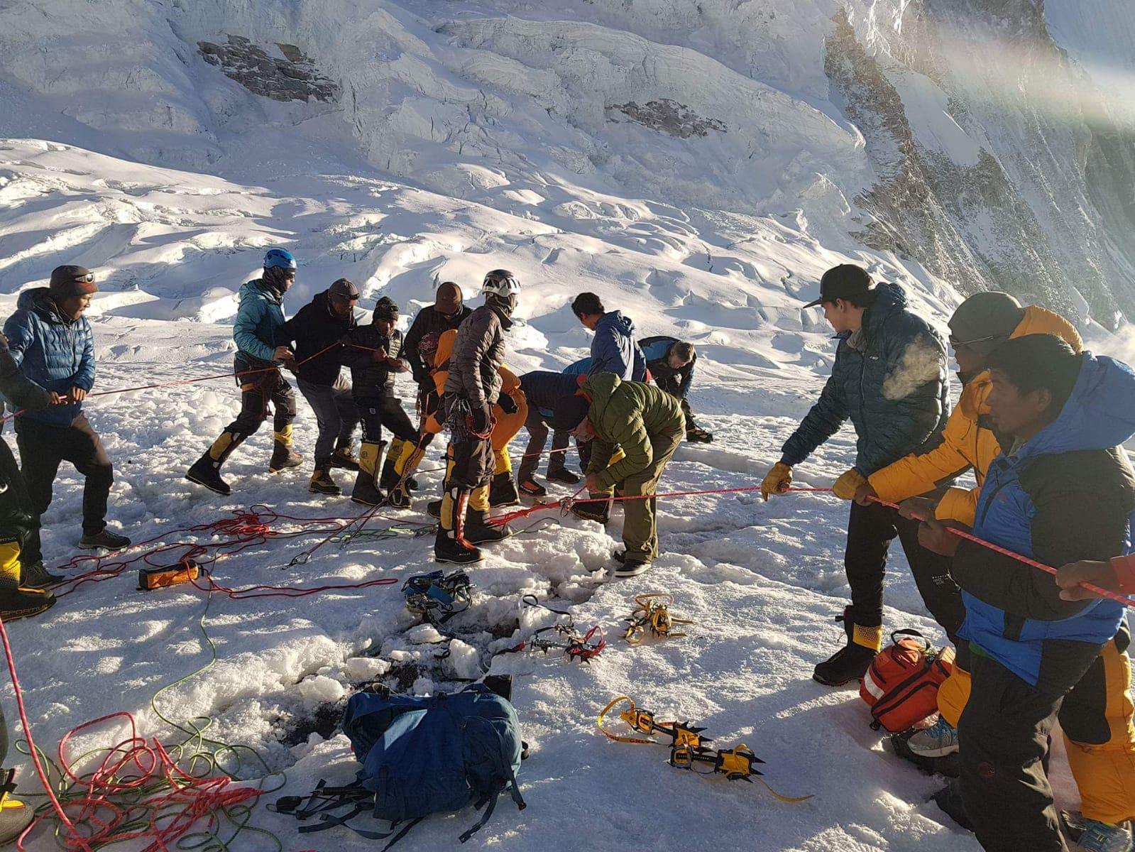 Photo of Sherpa morto nel crepaccio a C2 dell'Everest, Maurizio Folini spiega cosa è accaduto