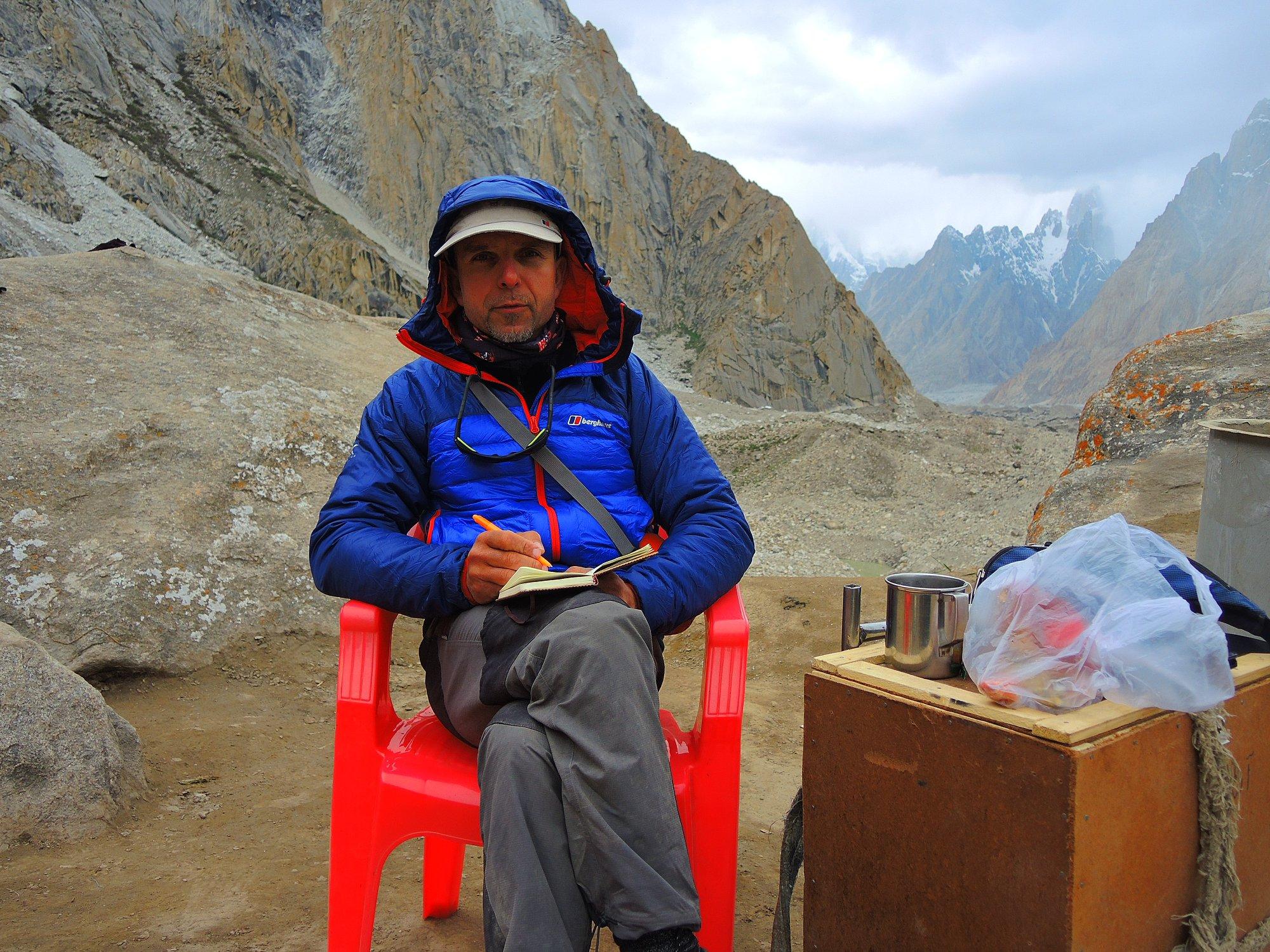 Photo of Boyan Petrov, si attende una finestra per far volare l'elicottero sulla Shisha Pangma