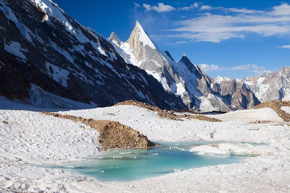 Photo of Laila Peak, tre francesi strappano la prima discesa assoluta con gli sci a Cala Cimenti e compagni
