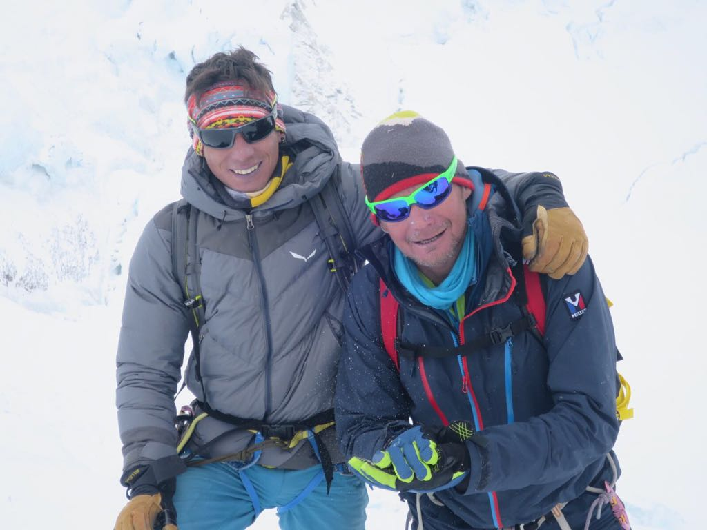 Photo of Camandona e Cazzanelli in vetta al Lhotse