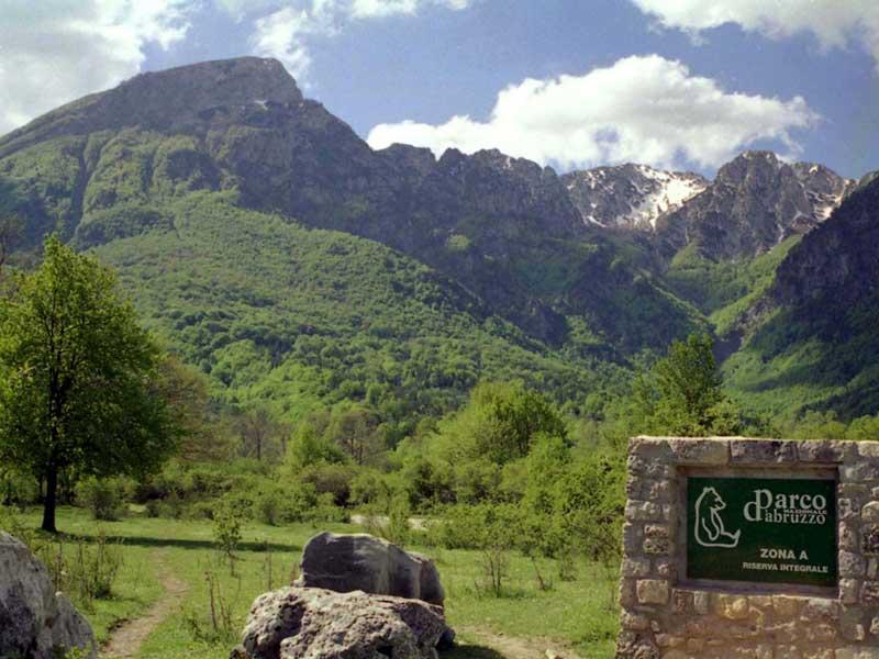 """Photo of Torna la giornata nazionale """"In cammino nei Parchi"""", per camminare in libertà sui sentieri montani"""