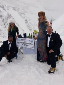 Everest, Guinness World Record, beneficenza
