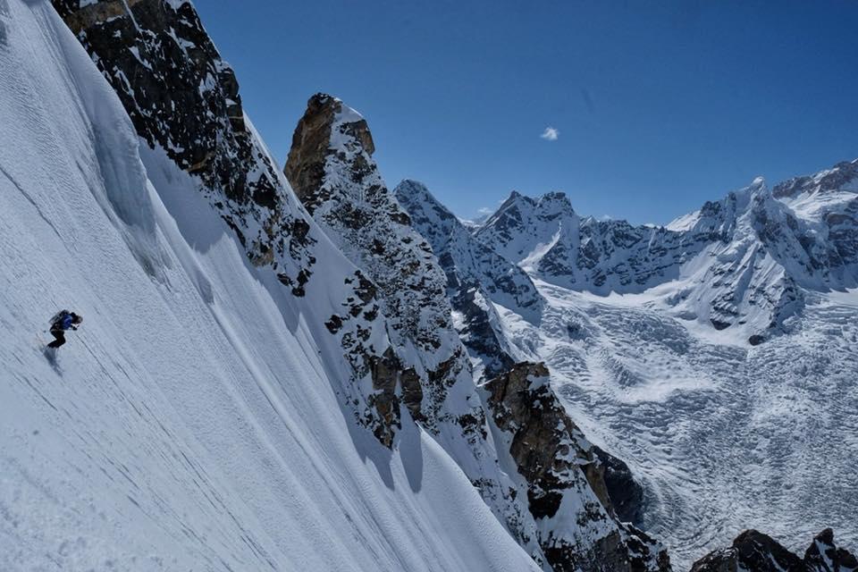 Photo of Prima discesa integrale con gli sci del Laila Peak, la fotogallery