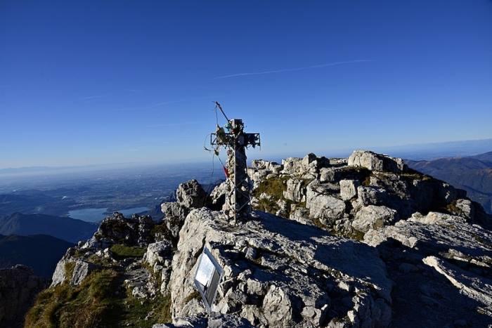 Photo of Una nuova croce per la Grignetta, alla posa presente anche Simone Moro