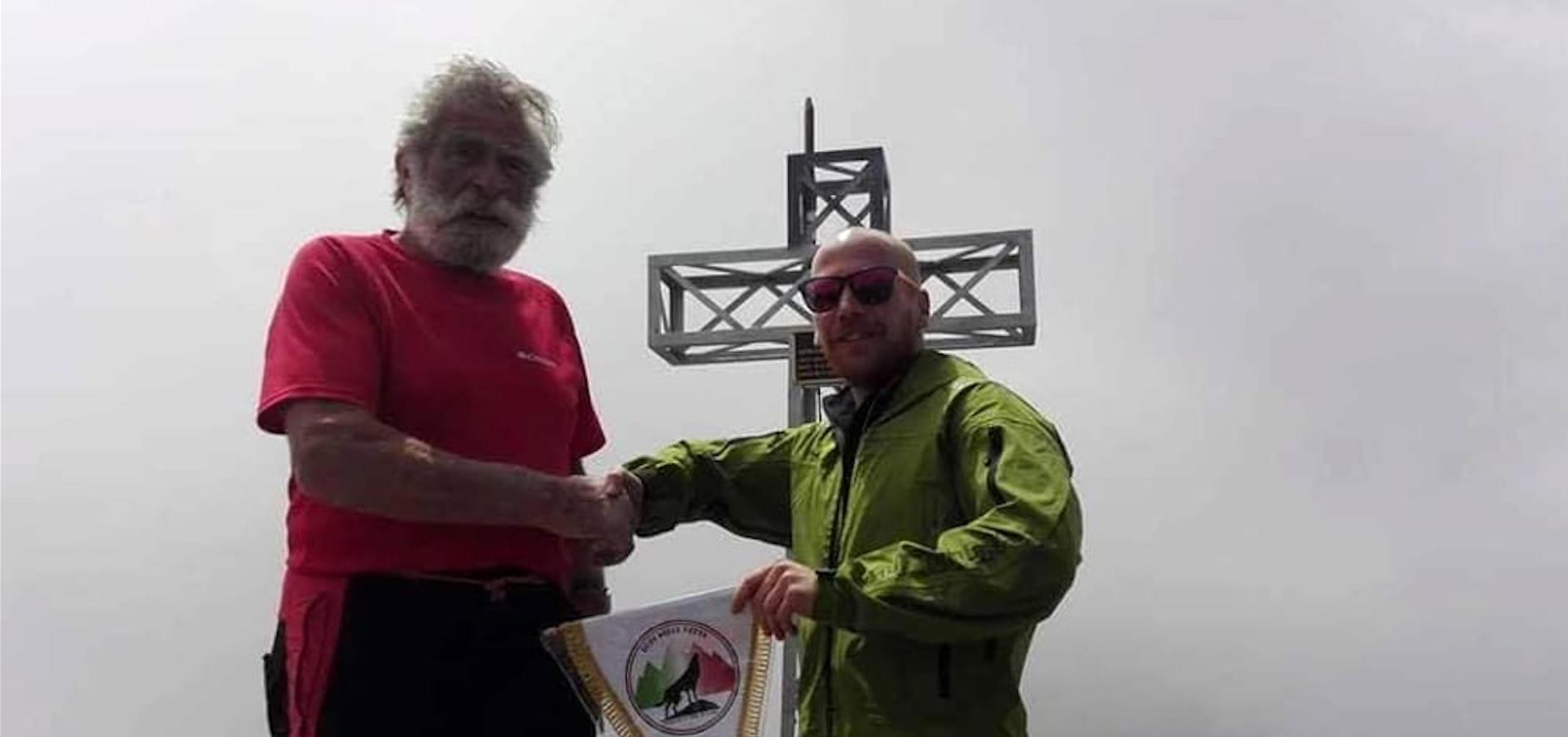 Photo of Croce della Grignetta: il CAI nella polemica per una foto con i neofascisti, ma il Sodalizio si smarca