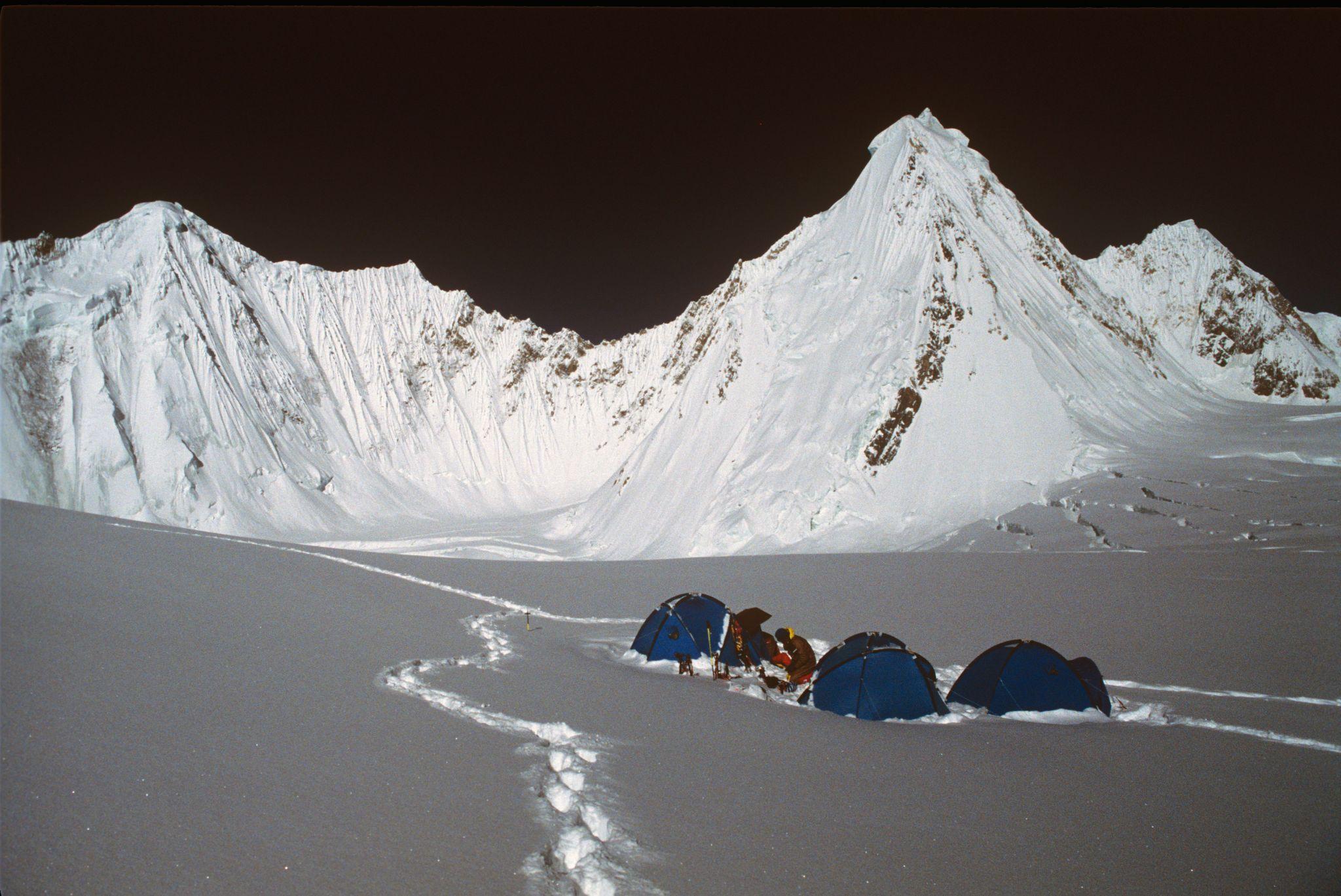Photo of GIV, tragica celebrazione del capolavoro alpinistico di Bonatti, Mauri, Cassin…