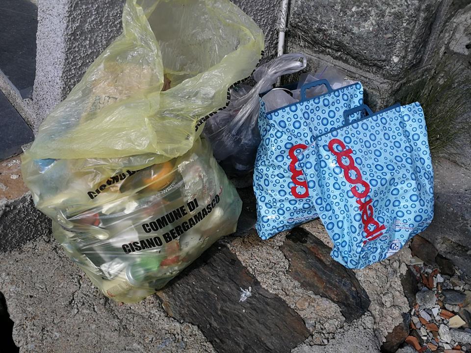 rifugio Laghi Gemelli, spazzatura