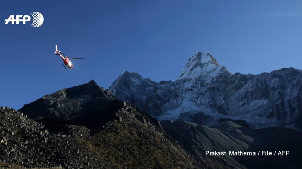 Soccorsi, elicotteri, truffe, nepal