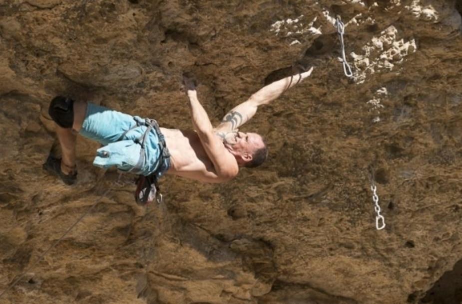 Photo of Iván Germán, il climber amputato che arrampica oltre le difficoltà