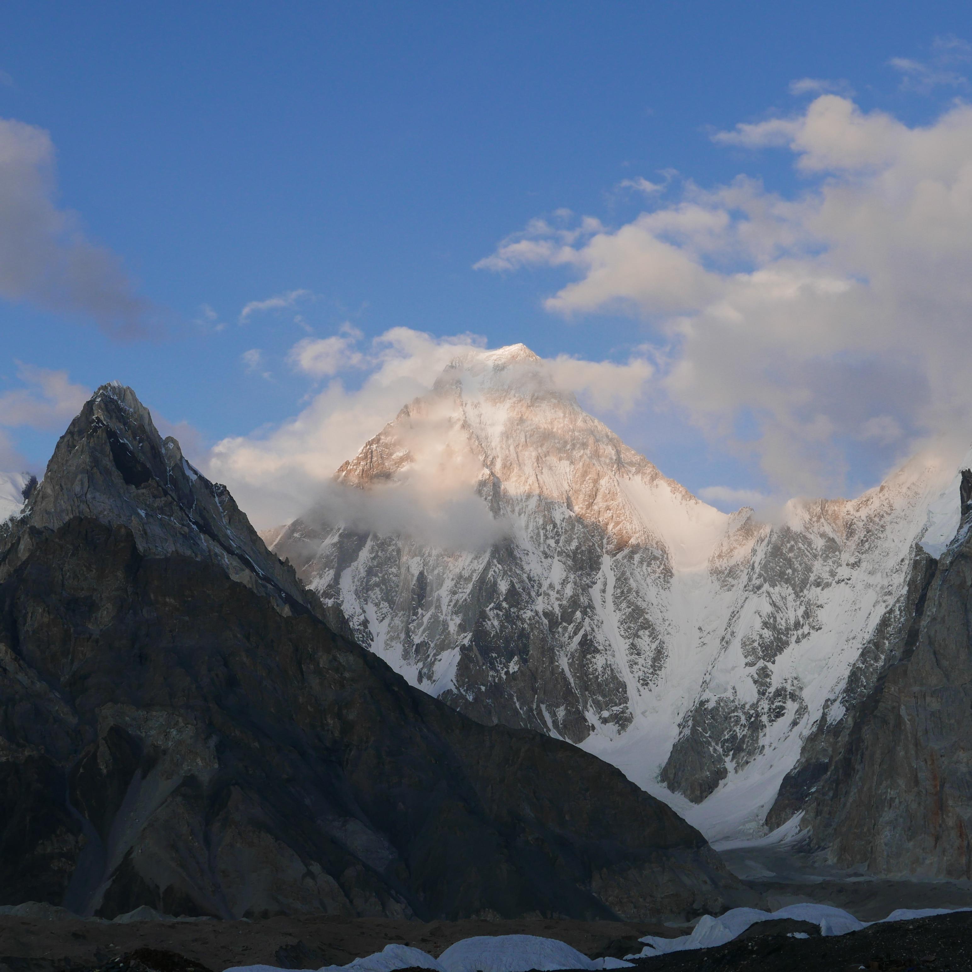"""Photo of Esce oggi """"La montagna scintillante"""", il libro postumo di Walter Bonatti"""