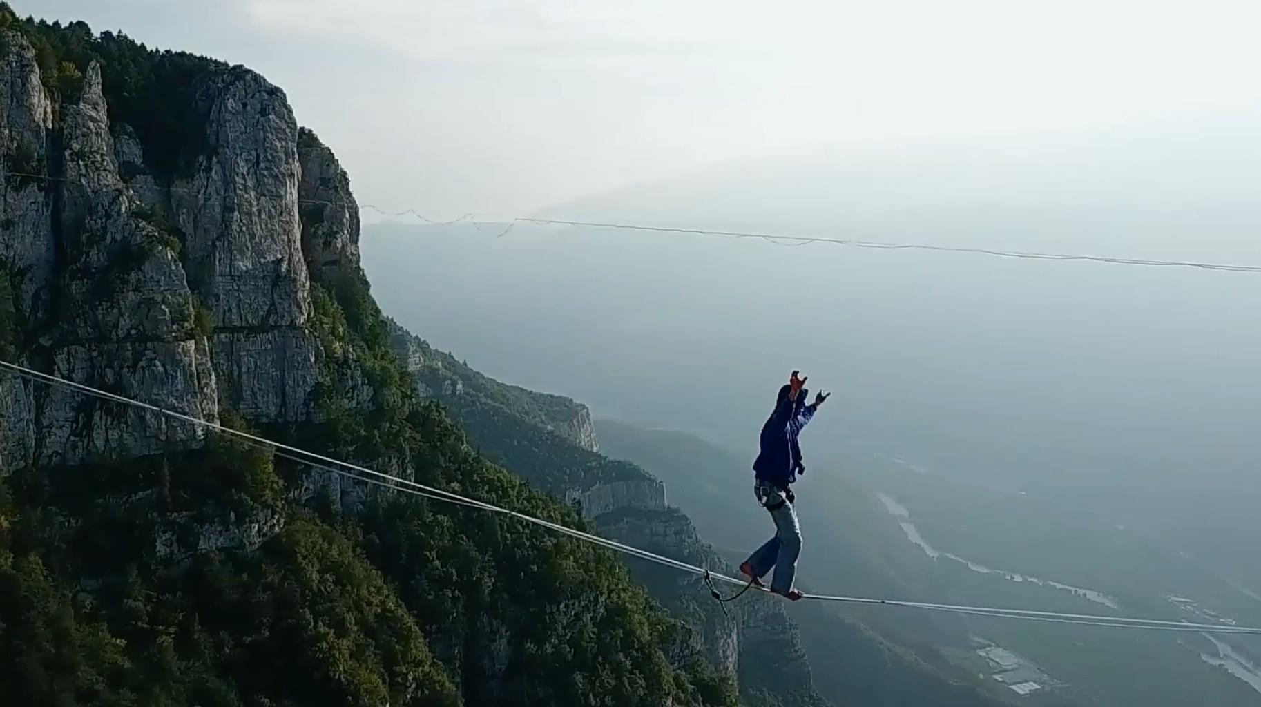 Photo of Precipita per 200 metri mentre fa highline sui Monti Lessini, muore ragazzo