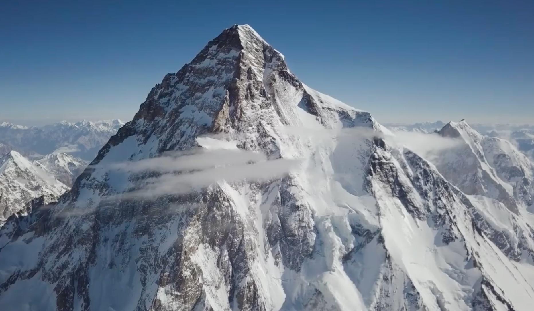 Photo of Sul K2 con il drone dei fratelli Bargiel