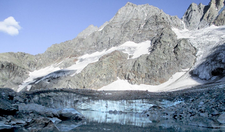 Photo of Svuotamento urgente del lago glaciale di Grand Croux in Valnontey, a rischio la popolazione