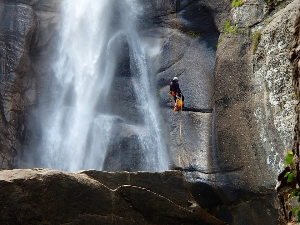 Photo of Canyoning riservato alle guide alpine? Le Guide Canyon e le Guide Speleologiche rispondono a Cesare Cesa Bianchi