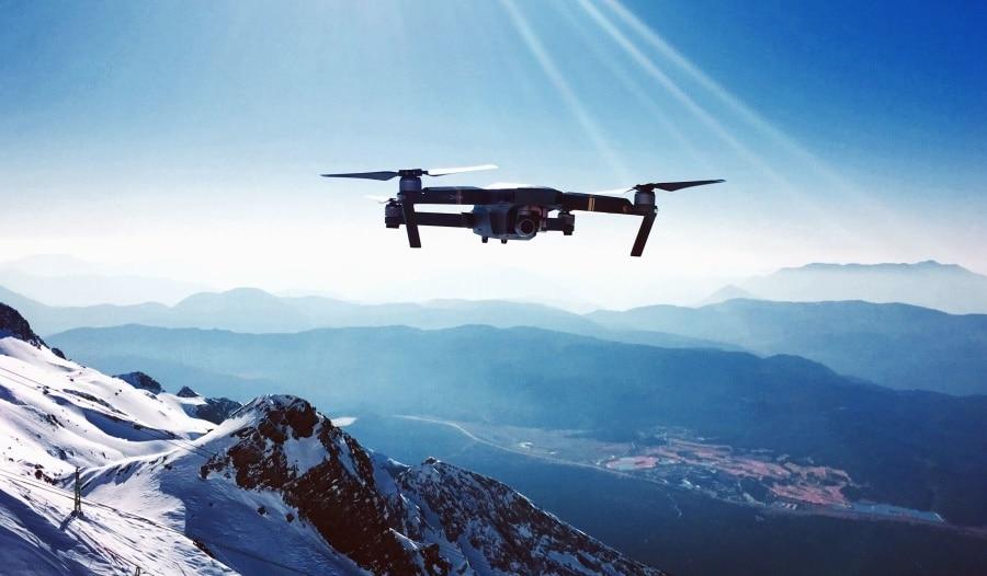 Photo of Allarme sicurezza per i droni in quota: sono un incubo per gli elicotteristi