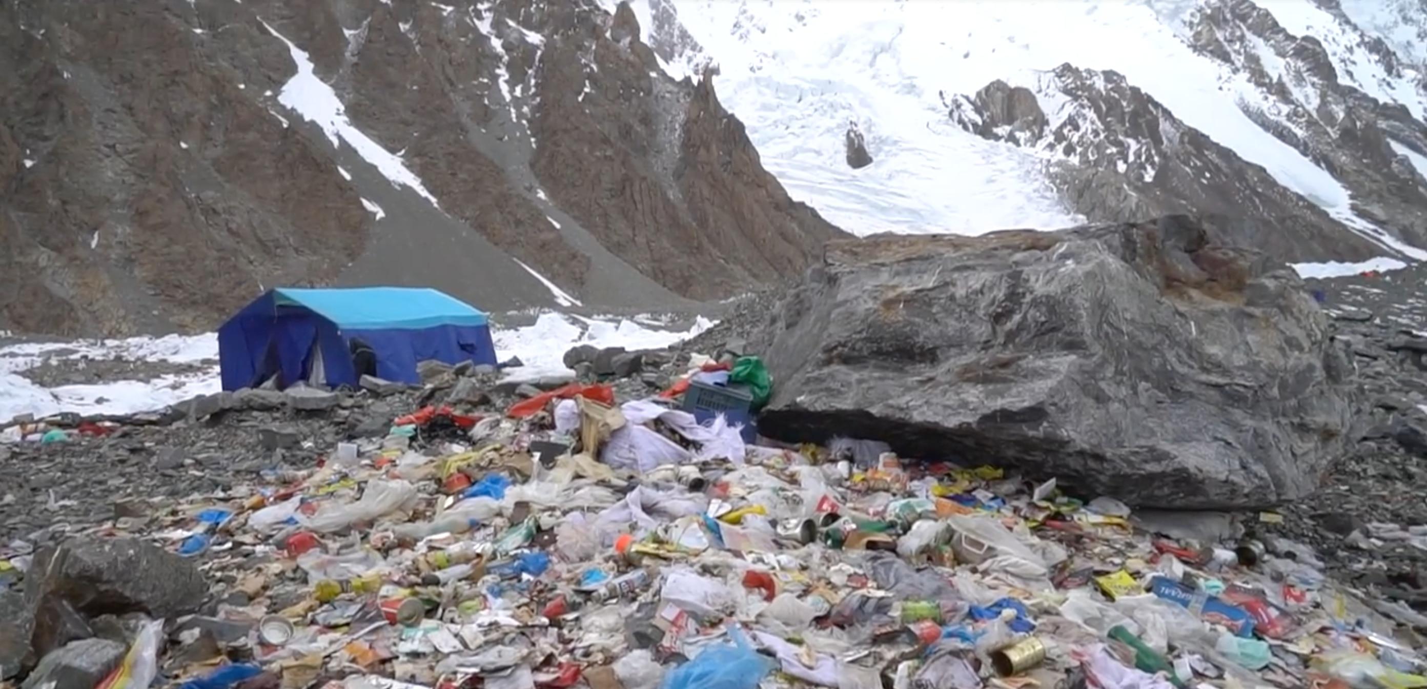 Photo of Montagna di rifiuti al K2: accuse alla spedizione invernale polacca, che risponde