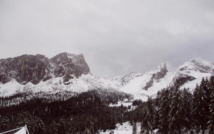 Photo of È tornata la neve sulle Alpi tra la schizofrenia degli allarmi