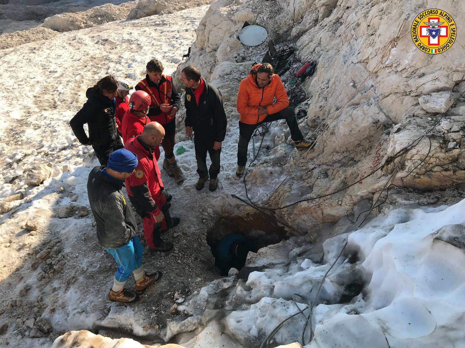 Photo of Recuperato lo speleologo intrappolato per due giorni in una grotta sul Monte Canin