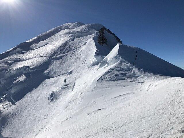 Photo of Monte Bianco, le Guide alpine avvisano: molti sprovveduti, serve educazione e informazione