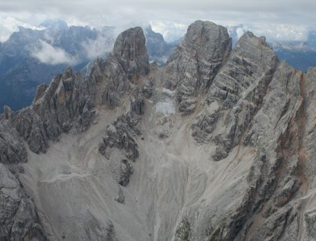 Photo of Donna precipita sul monte Cristallo