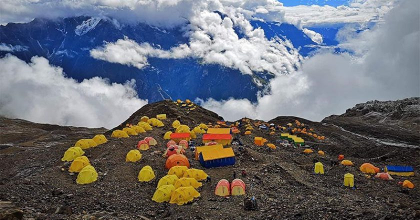 Manaslu, alpinismo, ottomila, elicotteri